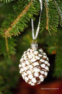 szyszka na choince,dekoracja bożonarodzeniowa
