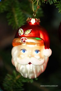 mikołaj na choince, dekoracja bożonarodzeniowa