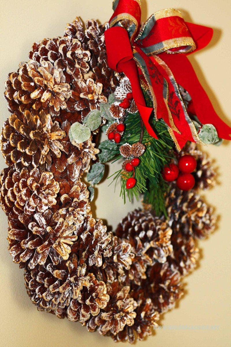 bożonarodzeniowy wianuszek na drzwi