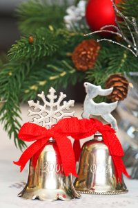 srebrne dzwonki dekoracja bożonarodzeniowa