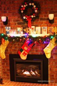 Kominek udekorowany na Święta Bożego Narodzenia